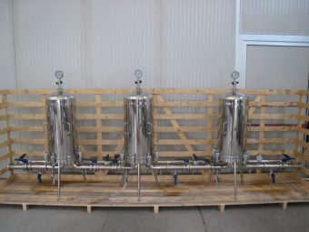 High flow filtration system, purpose-built for applications in the food and beverage industry.
